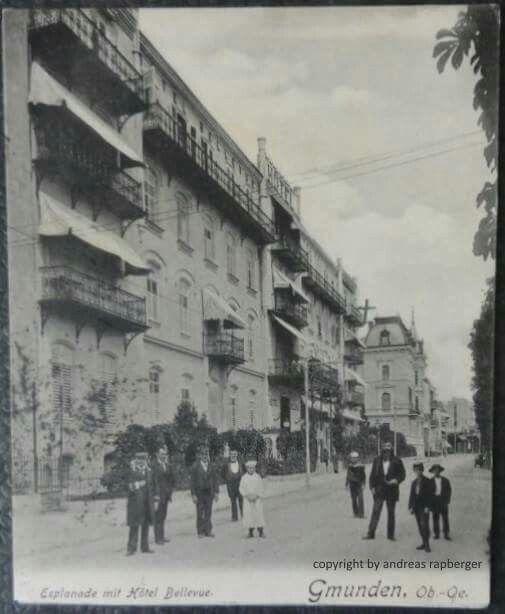 Esplanade Gmunden mit Hotel Bellevue