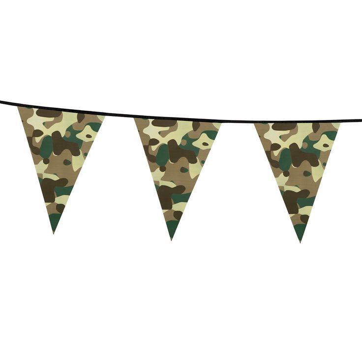 Enkelzijdige kunststof camouflage vlaggenlijn.   Afmeting: lengte 6 meter, vlaggetjes 30 x 20 cm - Camouflage Vlaggenlijn, 6mtr.