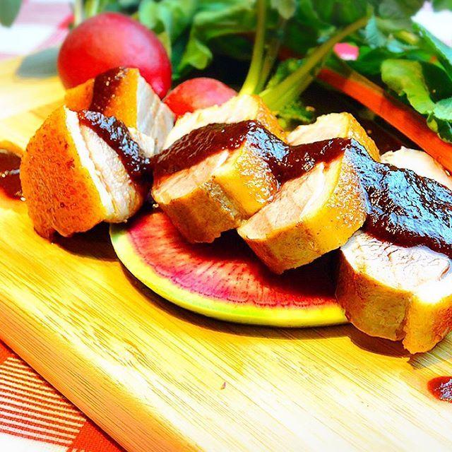 ミエーレの鴨肉グリル¥1880 ……………………………………………………………………………… ミエーレの鴨肉のグリルは低温調理でじっくり焼き上げる為、肉厚でジューシーで柔らかく、 さらに白トリュフ塩をつけてお召し上がれば上品で芳醇なトリュフの香りが口いっぱいに広がり食べた瞬間思わず笑みが溢れます🍗✨🙈 #オーガニック#ミエーレ#オーガニックイタリアン#オーガニックイタリアンミエーレ#followme#新宿#歌舞伎町#新宿三丁目#ワインバー#ワイン#有機野菜#無農薬野菜#デート#隠れ家#個室#イタリアン#有機ワイン#カフェ#おしゃれ#鴨肉#ディナー#フォトジェニック#ランチ#健康#美容#ダイエット#肉#女子会#個室#ヘルシー#自然派