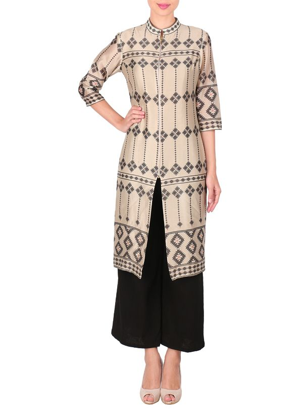 Dress yourself in sophisticated elegance with this trendy Sougat Paul tunic and palazzo pants set. The calf-length beige tunic features all over contrasting geometric prints. It is adorned with a stand collar, elbow length sleeves and has a slit in the front. Adding a sporty touch to the tunic is the zipper detailing in the front.