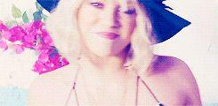 Shakira - Addicted To You -  'Sale el Sol' #Shakira #gif #blonde cute smile! aww ♥