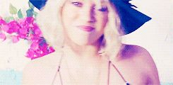 Shakira - Addicted To You -  'Sale el Sol' #Shakira #gif #blonde cute smile! aww ♥