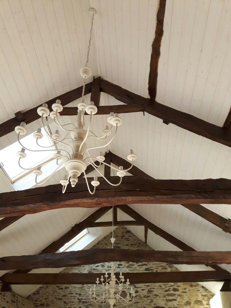 Lambris bois cerusé en sous toiture. #rénovation #menuiserie #isolation #maison #patrimoine #homestaging #decoration #bois #house #oldhouse #architecture #interior #immobilier #charpente #plafond #luxury #bretagne