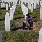 Russia Vetoes U.N. Resolution Calling Srebrenica Massacre 'Crime of Genocide' - NYTimes.com