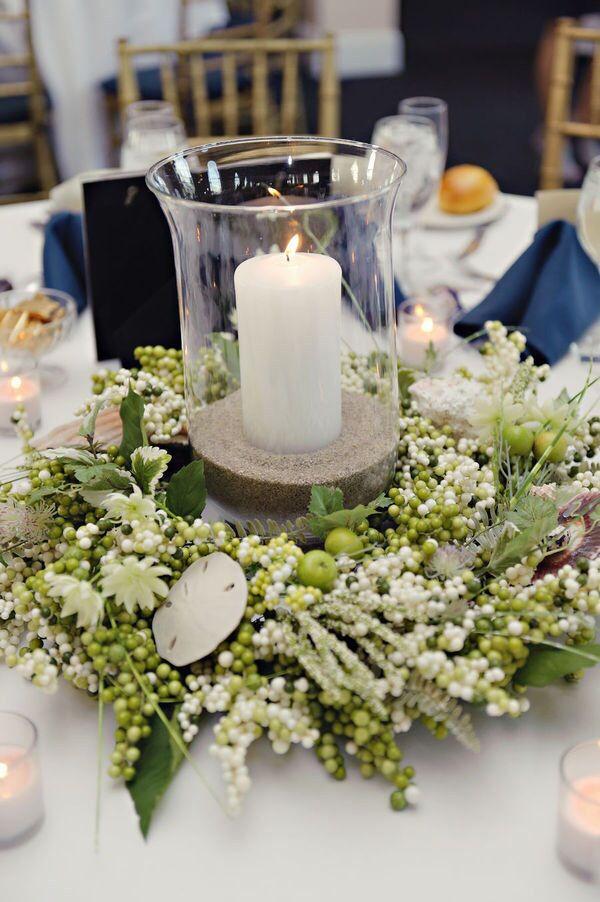 witte bloemen en kaars