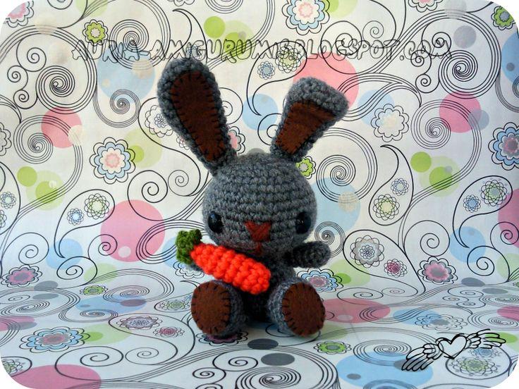 Conejo Kawaii, y zanahoria.