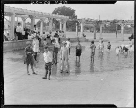 Bathing pool, Exposition Park, Los Angeles, CA, 1924 :: Dick Whittington Photography Collection, 1924-1987