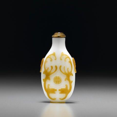A beige overlay glass snuff bottle Yangzhou, 1780-1840