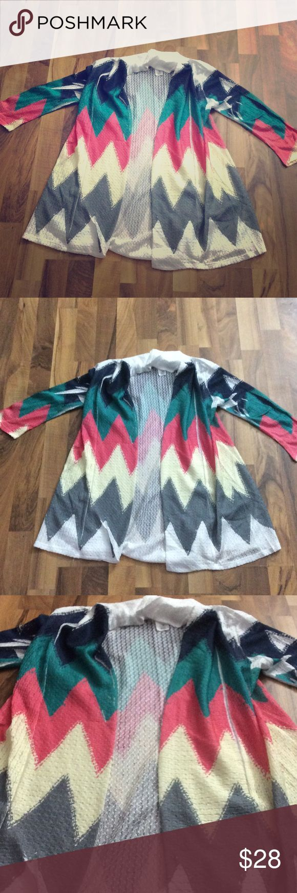 Chevron Print Open Front Cardigan Top - Small This cute top has a chevron print and is lightweight. It is open front with no buttons. Comfy stretch material unbranded Tops Blouses