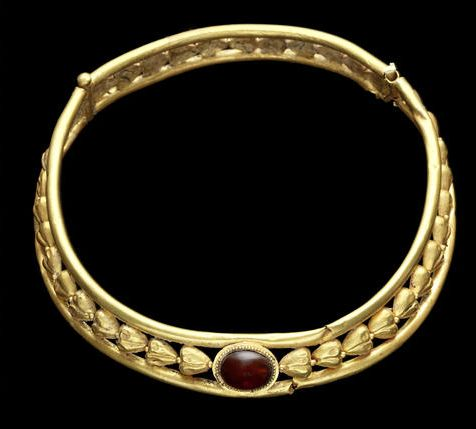 An East Roman gold necklet  Circa 2nd-3rd Century A.D.