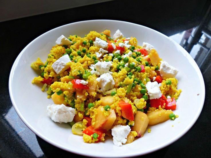 Couscous met geitenkaas, erwtjes en nectarine