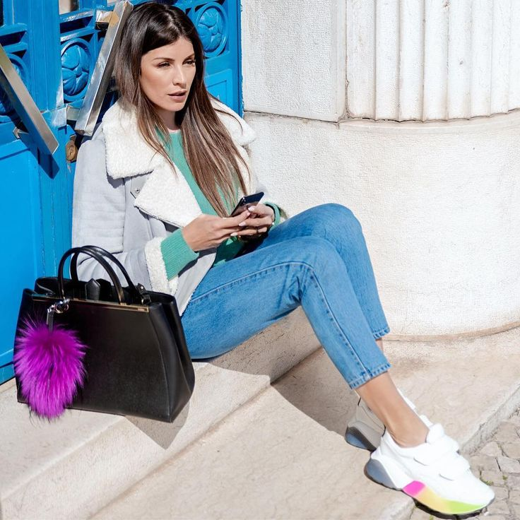 Sometimes all you need is a little splash of color 💁♀ #livethelittlethings #fashiondiaries #streetstyleluxe #lifebyma #fashionbyma