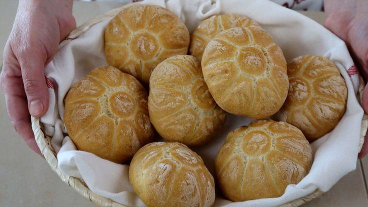 Rosette fatte in casa, come fare il pane a casa con una ricetta facilissima. Le rosette, chiamate anche michette, sono panini semplici e fragranti