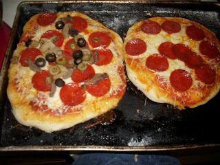 Colie's Kitchen: Homemade Pizza with Pizza Hut Style Pizza Dough (Bread Machine)