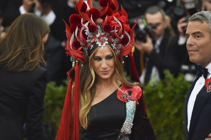 SJP in custom H&M and Philip Treacy at The Met Ball