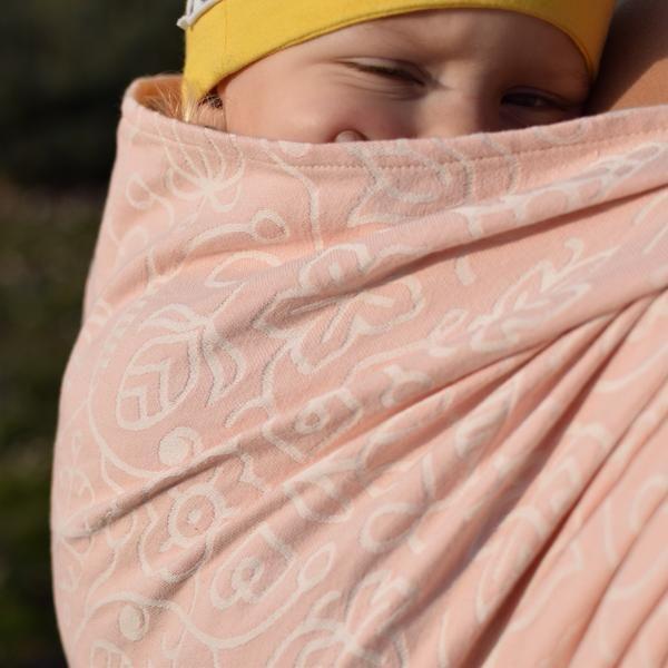 Sestrice Folk Cotton Candy action photo sleepy dust