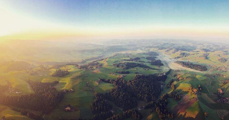 Was für eine Aussicht! Der #herbst ist da in der #schweiz  Was für eine unbeschreibliche Aussicht beim #ballonflug über das #emmental