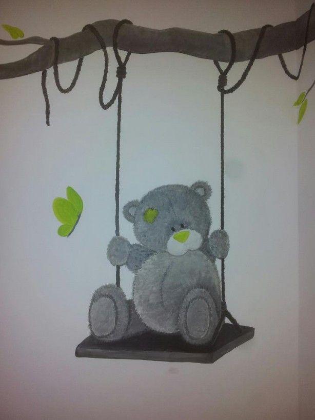 Muurschildering beer op schommel...