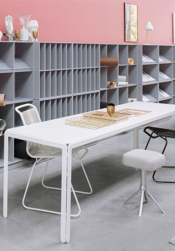 Montana at the Orgatec fair 2016. Guest chair, Panton One chair by Verner Panton. Djob Table by Arne Jacobsen. #montanafurniture #danishdesign #montana #pink #grey #white #office #workspace #officedesign