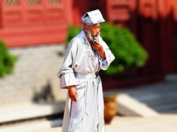 Ο 256 ετών κινέζος βοτανολόγος και οι 15 συμπεριφορές που προκαλούν ασθένειες!!!Ο βοτανολόγος είχε 23 συζύγους και μεγάλωσε περισσότερα από 200 παιδιά