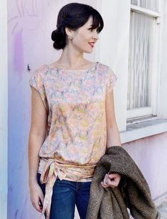 1920's Anita Tie Top  •  Free tutorial with pictures on how to make a wrap top in 9 steps #howto #tutorial