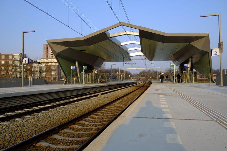 Station Goffert Nijmegen, mooie plek met comfortabele FSC houten banken!