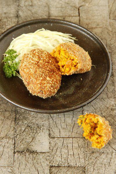 C'est toute mon enfance... Une recette à tomber que je vous recommande d'essayer! Au Japon, les croquettes appelées korrokke sont souvent préparées à base de pomme de terre mais mes préférées sont ...