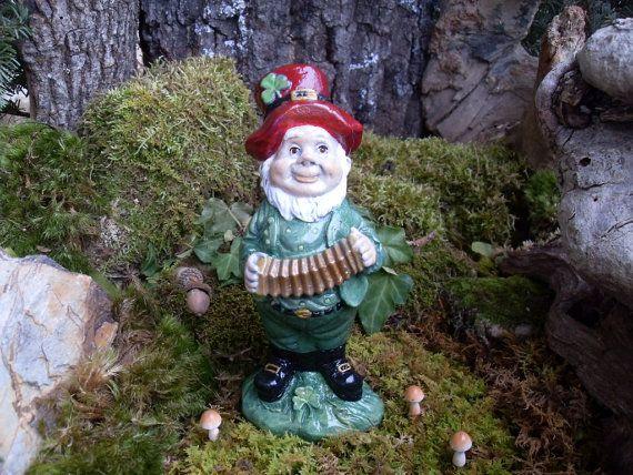 Leprechaun Statue,Garden Gnome Statue,Traditional Woodland Gnome Statue, Irish Gnome,St. Patrick's Outdoor Garden Statue - Hand Cast Stone