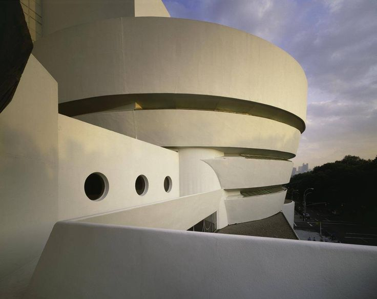 Solomon R. Guggenheim Museum in New York City, built in1959, by Frank Lloyd Wright using hemicycle styling.  The Guggenheim Museum in New York City is an example of Frank Lloyd Wright's use of hemicycle styling.