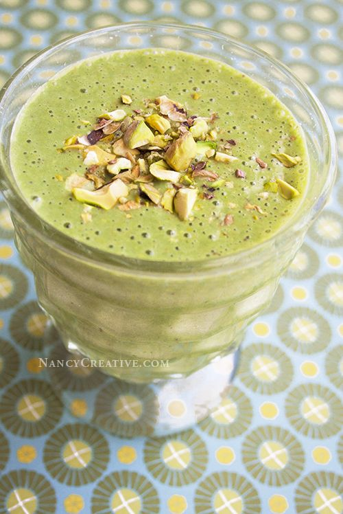 Green Pistachio Smoothie–creamy and lightly sweet, with yogurt and ...