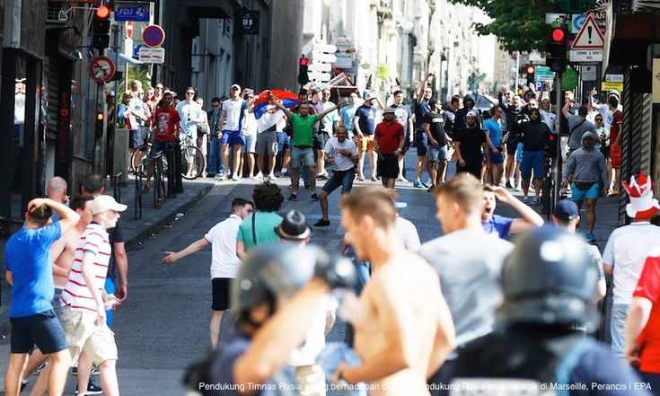 MARSEILLE, AKARPADINEWS.COM | HOOLIGAN Rusia dianggap sebagai dalang kericuhan massal di Kota Marseille, Perancis, yang menodai perhelatan UERO 2016, pada Sabtu (11/6) lalu. Dari hasil penyelidikan otoritas setempat, kelompok