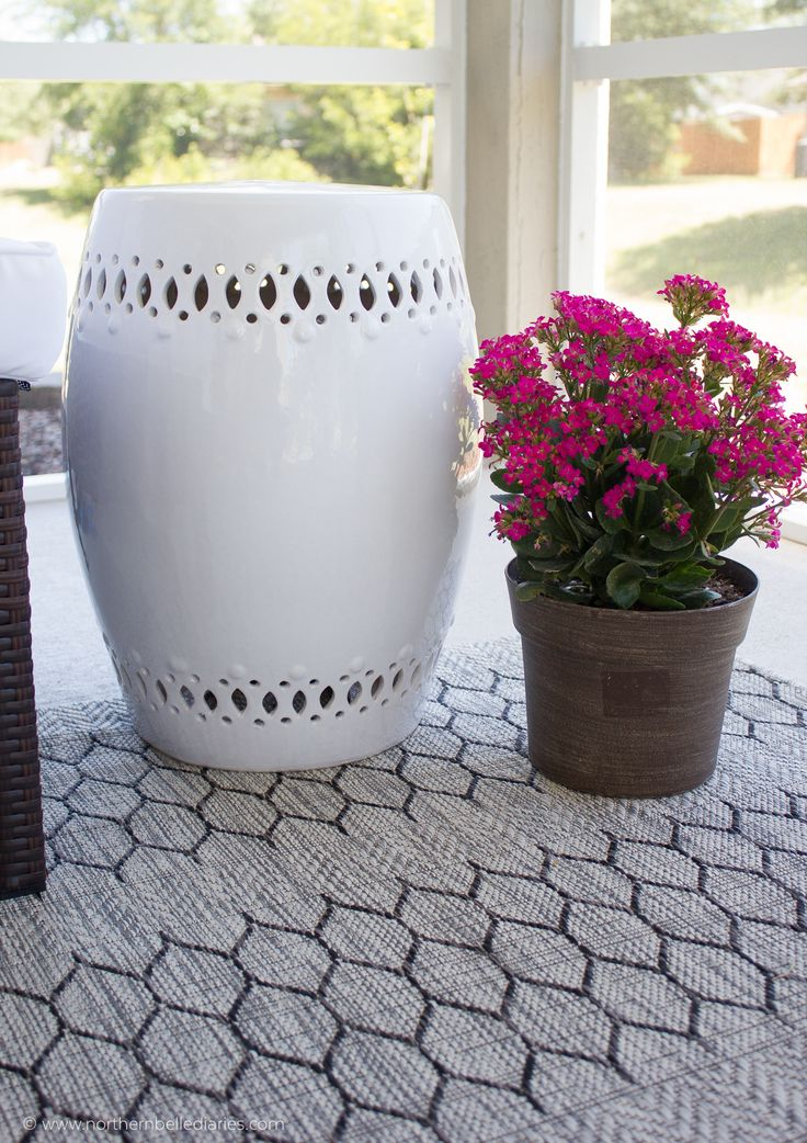 Back patio oasis transformation with an #athomefinds textured gray rug #decor #ad