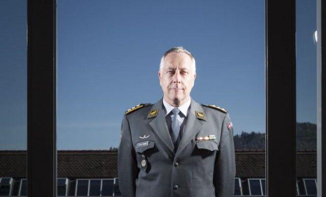 Schweiz am Sonntag - Der Armeechef rät der Bevölkerung, Notvorräte anzulegen