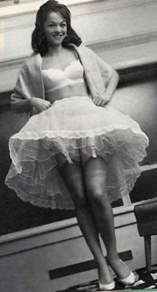 Eine Gute Wahl Petticoat Und Strapse Vintage Fashion