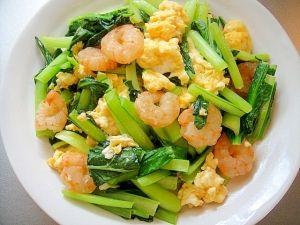 「小松菜とむき海老の卵炒め」彩りが綺麗です【楽天レシピ】