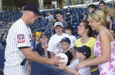Staten Island Yankees crowd favorite is managing the Hillsboro Hops in the Northwest League