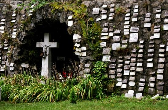 Mátraverebély-Szentkút: a búcsújáróhelyet évente körülbelül kétszázezer zarándok keresi fel a csodákban, gyógyulásokban vagy lelki megerősödésben bízva. Hungary