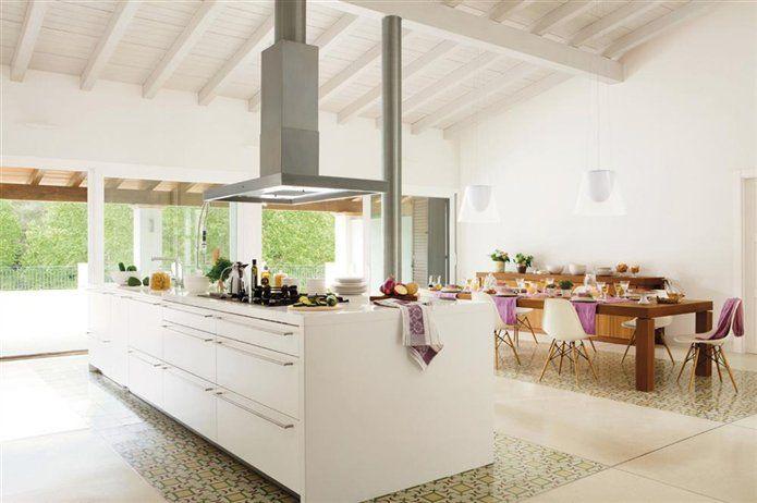 Los suelos más resistentes para la cocina son los de mosaico hidráulico.