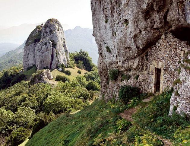Bernedo-España, entre bosques, lagos y cuevas
