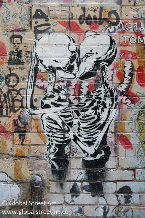 VextaGraffiti Street Art, Streetart Urban, Skeletons Stencils, Icons Kisses, Kisses Skeletons, Art Street Art, Stencils Streetart, Amazing Streetart, Vexta Icons