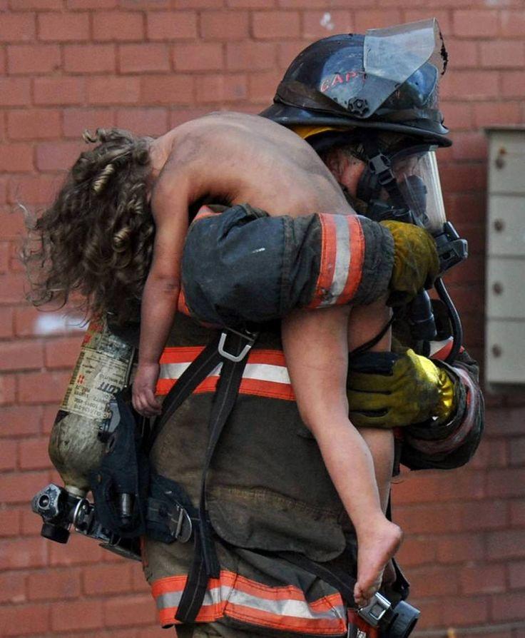 Bombero salva a niña de 6 años en un incendio en Indiana, Estados Unidos