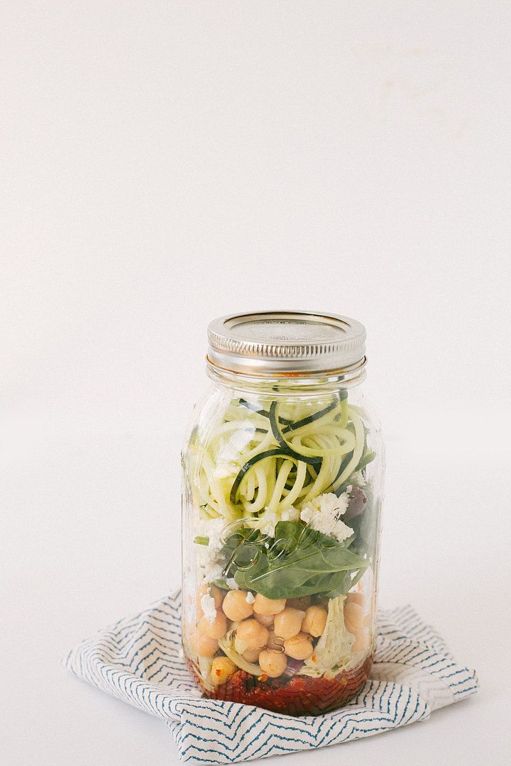 """Sun-Dried Tomato Pesto Zucchini Noodle Mason Jars —tasty either heated up as """"pasta"""" or at room temperature as a salad, this mason jar meal is a must-try, via @inspiralized"""