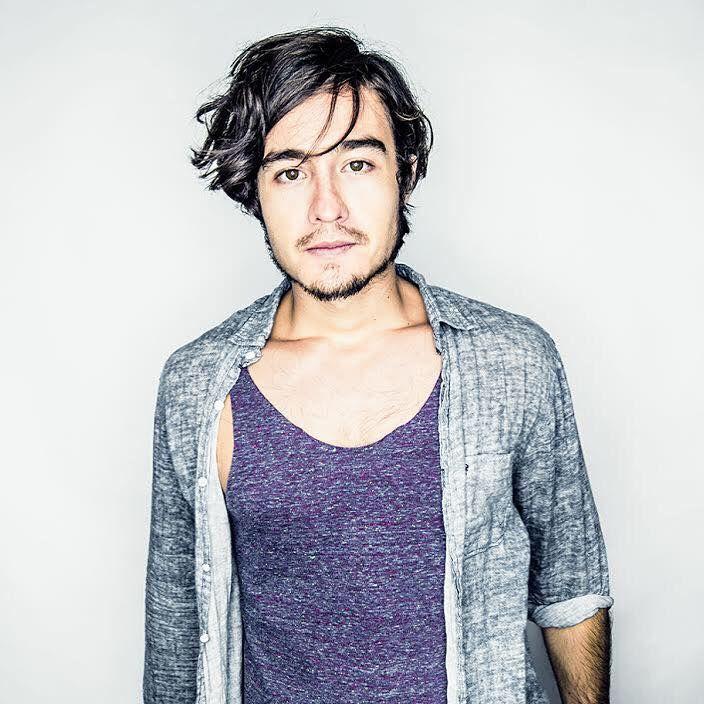 "O cantor apresenta hits internacionais e sucessos como ""Scared"" e ""Gave me a name"""