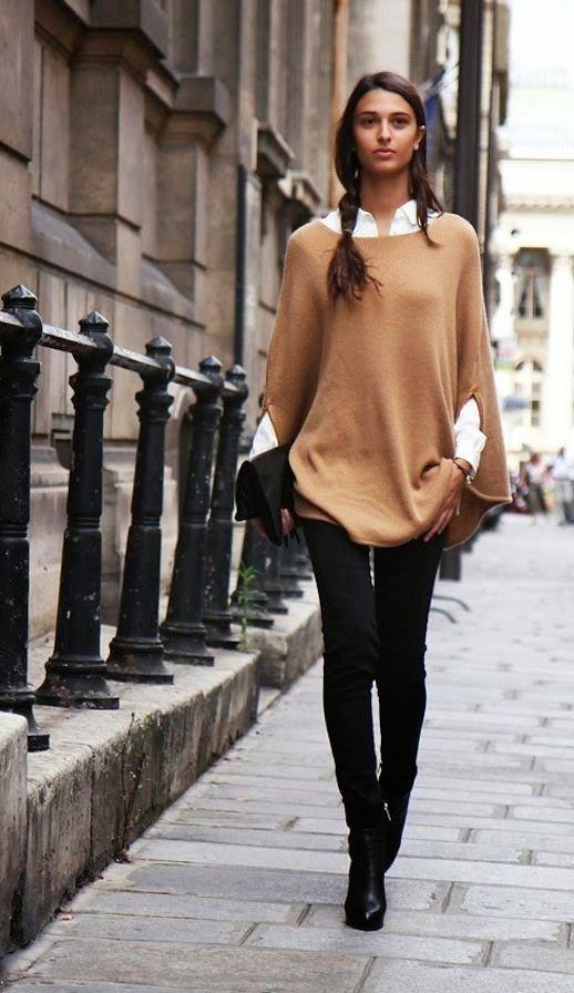 Acheter+la+tenue+sur+Lookastic:+https://lookastic.fr/mode-femme/tenues/poncho-chemise-de-ville-jean-skinny-bottines-pochette/7599+ —+Poncho+brun+clair+ —+Chemise+de+ville+blanche+ —+Pochette+en+daim+noire+ —+Jean+skinny+noir+ —+Bottines+en+cuir+noires+ —+Bottines+en+cuir+noires+