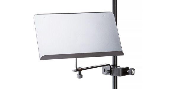 譜面台などのスタンドのアーム部などに取り付け可能なクランプタイプの譜面台です。マイクスタンドやデスクに取り付けて使用します。 : K&M ( ケーアンドエム ) >11510【サウンドハウス】