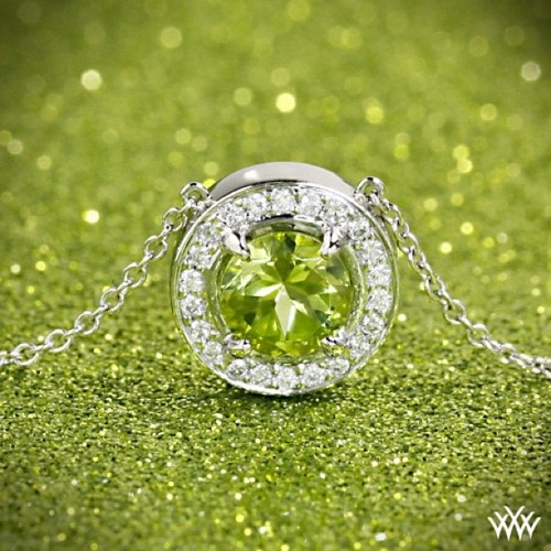 I'm not an August baby but I could go for this peridot necklace.