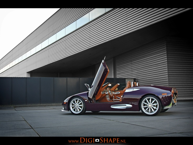 Spyker C8 Spyder with chassic number 007 captured in Utrecht in 2009.