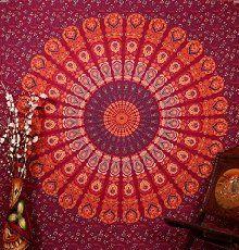Elegante indische Mandala Tapisserie Rot Baumwolle Pfau Gedruckt Wandbehang von Rajrang