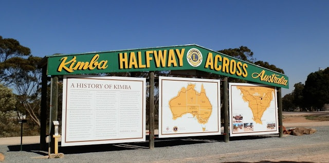 What does Half Way across #Australia on the #Nullarbor look like?  This!  More: http://rednomadoz.blogspot.com.au/2012/10/at-2231-kilometre-cross-australia-mark.html