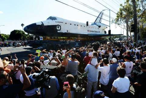 Look at the size of it!!  Crowds of people watch as watch as the Space Shuttle Endeavour is transported through the streets of Los Angeles. Photo: Robyn Beck / AFP/Getty Images